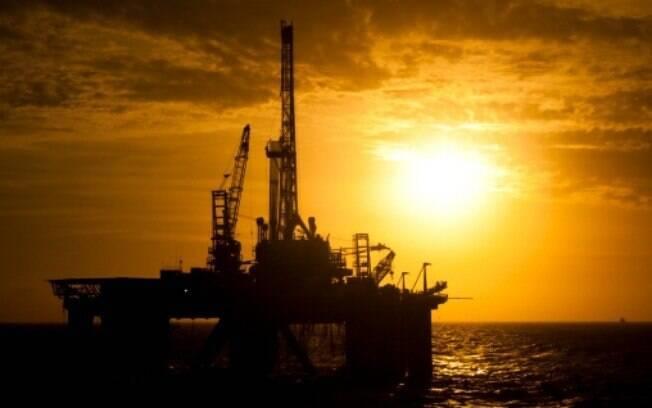 A recente valorização do real frente ao dólar motivou, segundo a estatal, a redução no preço da gasolina nas refinarias