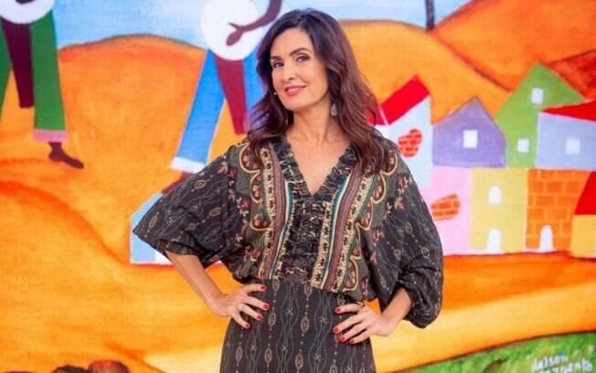 Fátima Bernardes comete gafe ao errar o nome de cantora ao vivo