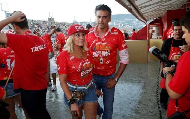 Susana Vieira circulou pelo camarote Brahma com o novo namorado