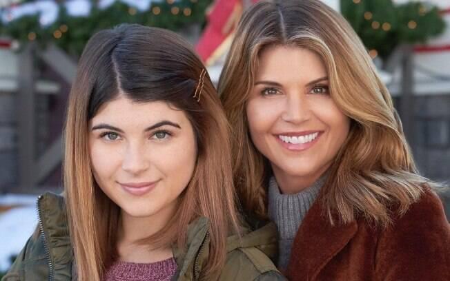 Lori Loughlin e seu marido foram acusados de comprar vagas universitárias para suas filhas