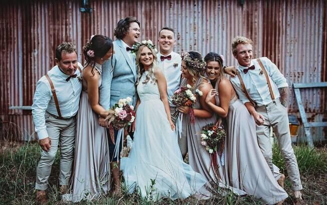 Pedindo ajuda nas redes sociais, a fotógrafa garantiu vestido e local para o casamento, além de fazer as fotos de graça