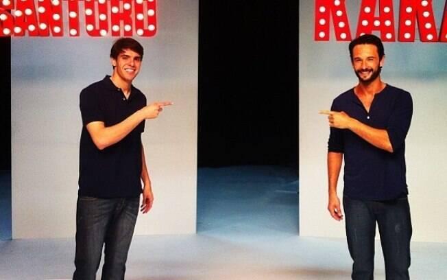 Kaká posta imagem com Rodrigo Santoro e tieta o ator durante gravação de comercial