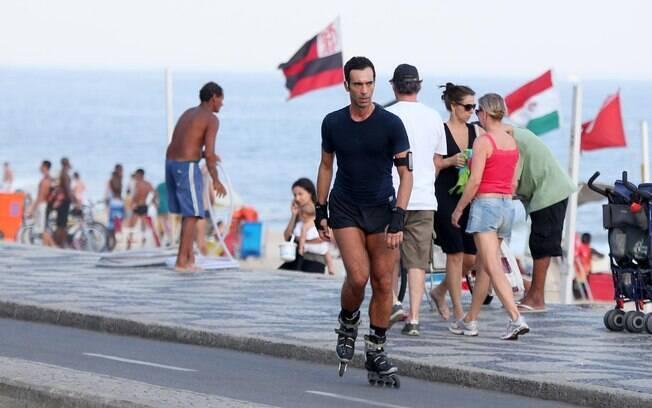O jornalista da TV Globo exibiu pernas musculosas e boa desenvoltura na atividade