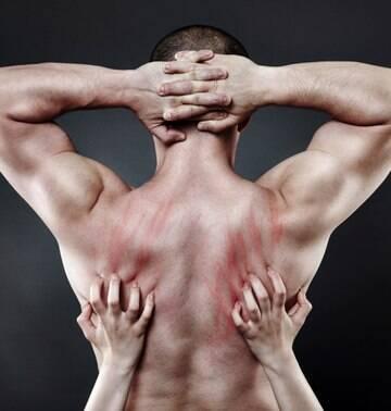 7 coisas para você fazer com as mãos e incrementar o sexo oral