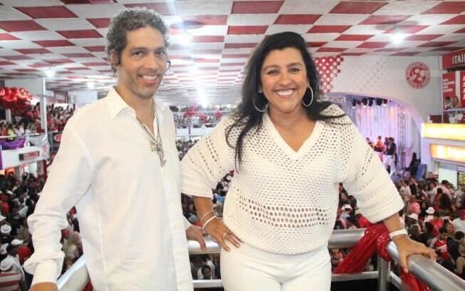 Regina Casé e Estevão Ciavatta adotaram um bebê de cinco meses