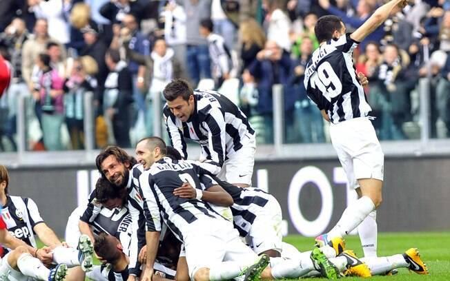 Jogadores da Juventus comemoram vitória sobre  o Catania