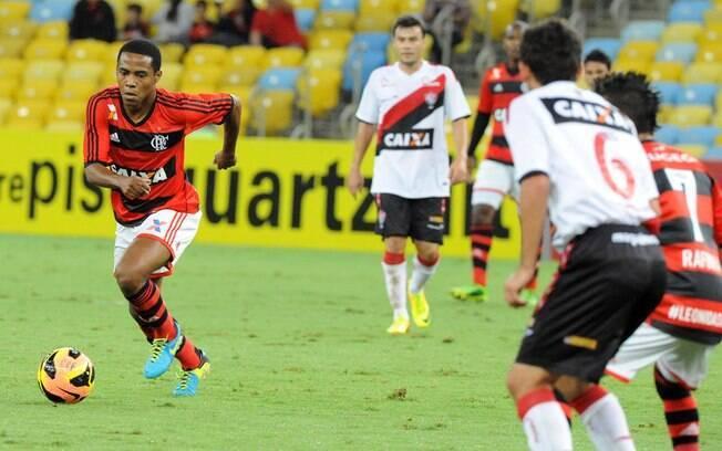 Elias conduz ataque do Flamengo no Maracanã. Foto  Alexandre Vidal Fla  Imagem 51f4ad383adaf