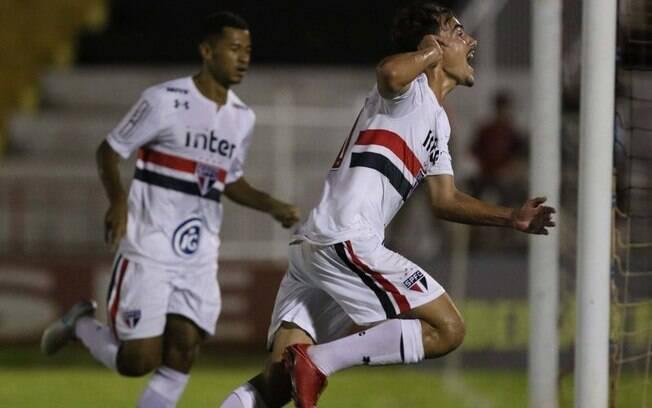 Igor comemora gol do São Paulo contra o Cruzeiro