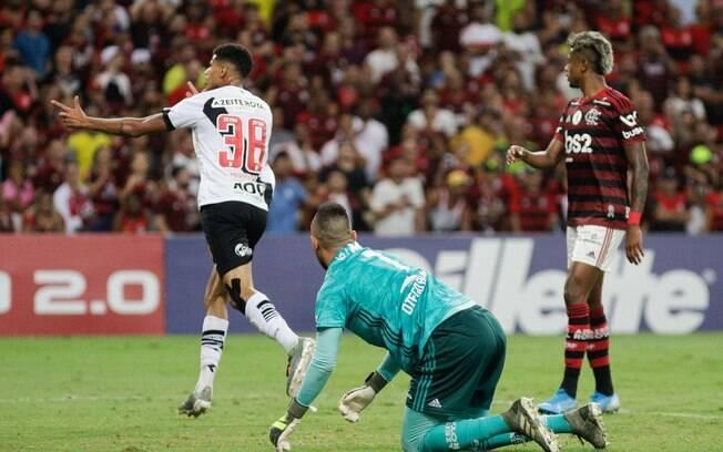 Marrony fez o primeiro do Vasco no clássico contra o Flamengo