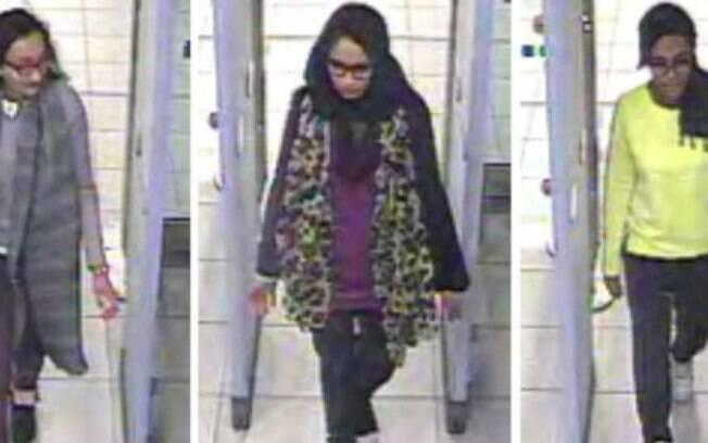 Shamima Begum (no centro) e outras duas amigas fugiram há quatro anos de Londres para se juntar ao Estado Islâmico