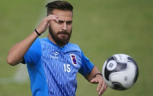 Jonas Pessalli jogou no Paraná Clube em 2017 e morreu em acidente de carro