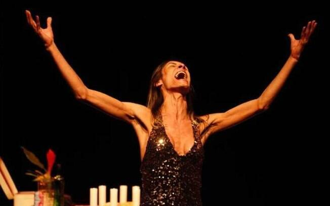 Renata Carvalho em cena como Jesus Cristo