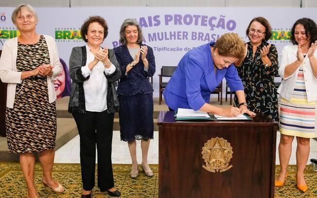 A lei do feminicídio foi sancionada pela ex-presidente Dilma Rousseff em março de 2015