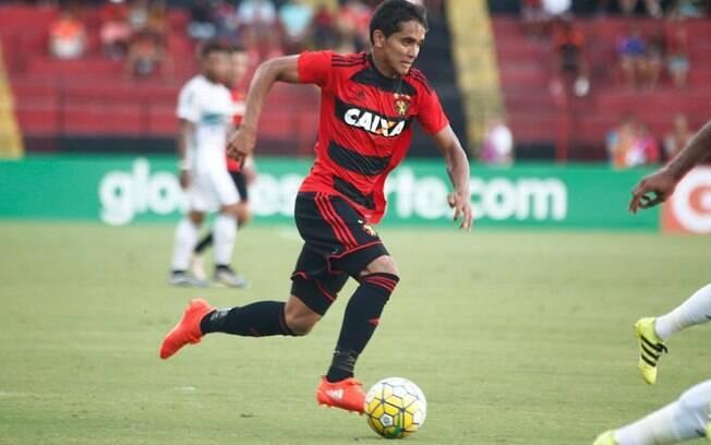 Everton Felipe em campo pelo Sport