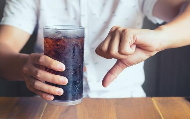Se engana quem pensa que os riscos de tomar refrigerante afetam só as pessoas que bebem além da conta