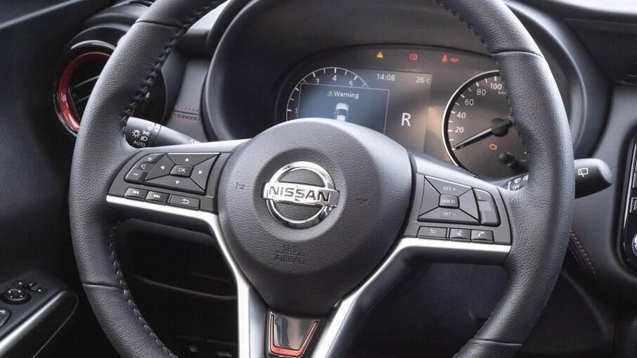 Aplique em um dos raios do volante também passa a ser oferecido na linha de acessórios originais da Nissan