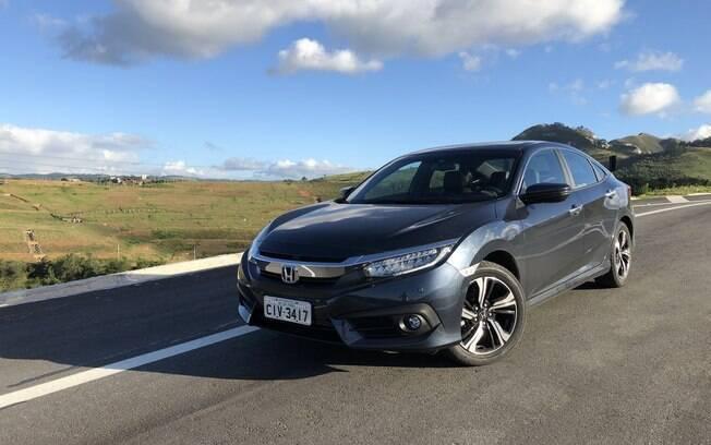 O Honda Civic Touring continua sendo uma opção mais esportiva, quando comparado ao HR-V Touring