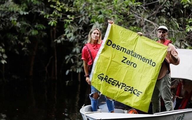 Bruno Gagliasso e Giovanna Ewbank seguem em viagem pela Amazônia