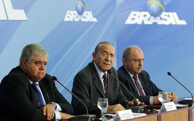 Marun, Padilha e Etchegoyen em entrevista após reunião do gabinete de monitoramento criado para acompanhar greve