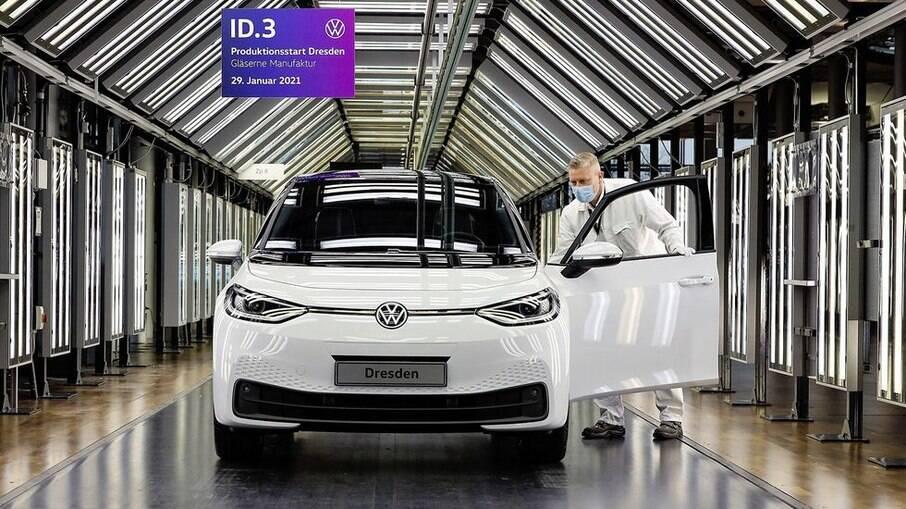 Fàbrica em Dresden (Alemanha) passa a produzir o hatch ID.3, que será exportado para o resto do mundo