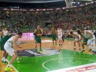 Tiago Splitter foi o cestinha do Brasil no jogo