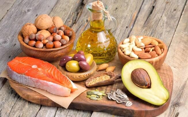 Algumas gorduras, como o ômega 3, podem ajudar a controlar os triglicerídeos, levando a uma queda no nível de VLDL