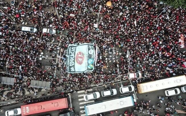 Alunos e professores de todo o Brasil fazem paralisações e protestos contra o corte de 30% no orçamento das instituições de ensino
