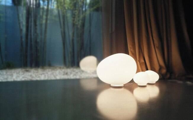 10 MINUTOS - Crie efeitos de iluminação diferentes trocando as luminárias de piso e abajures de lugar