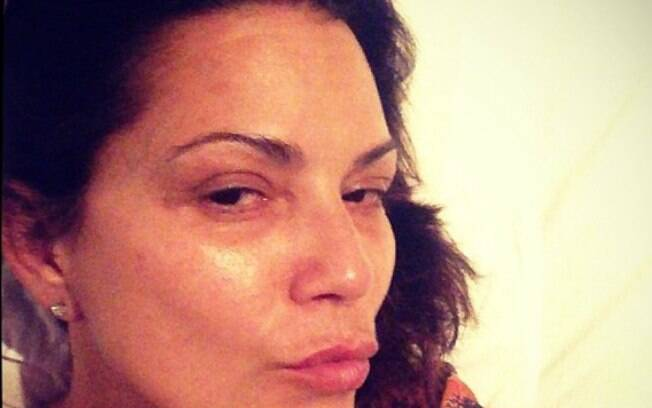 Luiza Brunet aparece sem maquiagem