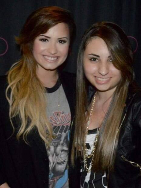 Agnes Ortega em encontro com Demi Lovato em 2014