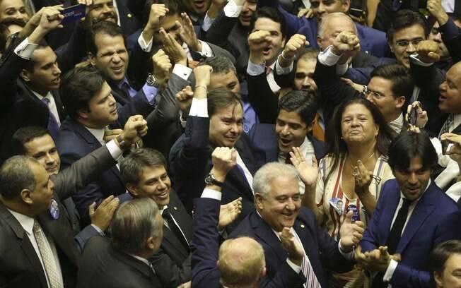 Rodrigo Maia foi reeleito presidente da Câmara dos Deputados, em primeiro turno, com 334 votos