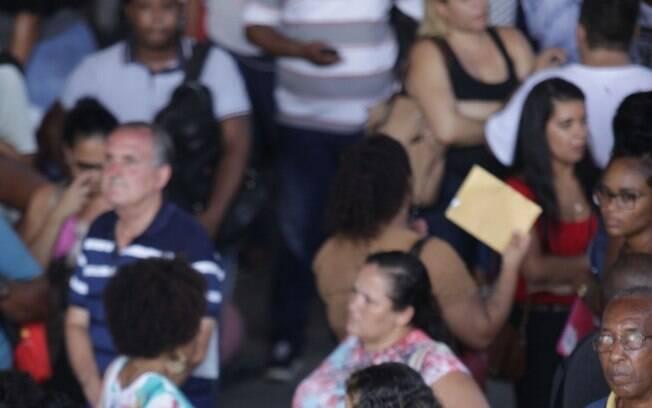 Fila para oportunidade de empregos no Engenho de Dentro, Zona norte do Rio, em janeiro de 2020