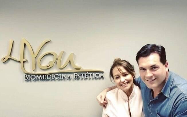 Daniel Boaventura posa com a biomédica Carmen Vinagre