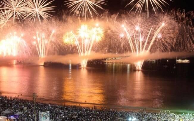 Queima de fogos com pela olímpico durou 16 minutos e encantou público. Foto: João Laet / Agência O Dia