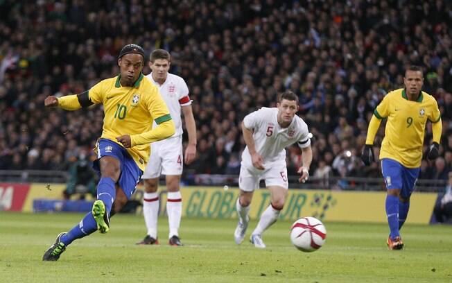 Ronaldinho Gaúcho perdeu pênalti no primeiro  tempo