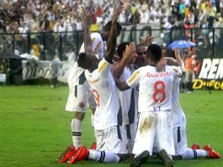 Vasco bate o Santos e se mantém vivo