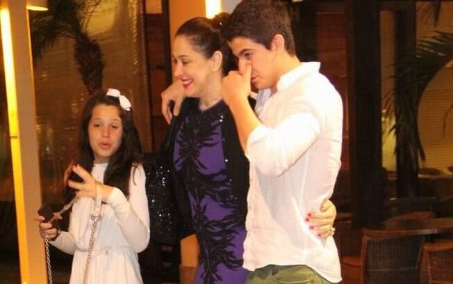 Claudia Raia com os filhos Sophia e Enzo