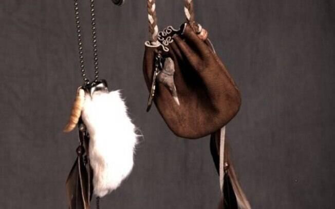 Os amuletos são objetos que dão força e energia para as pessoas