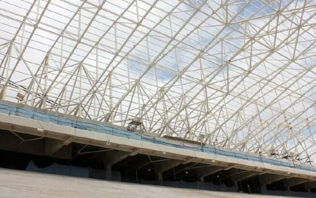 Arquibancadas e a estrutura metálica de  sustentação da cobertura