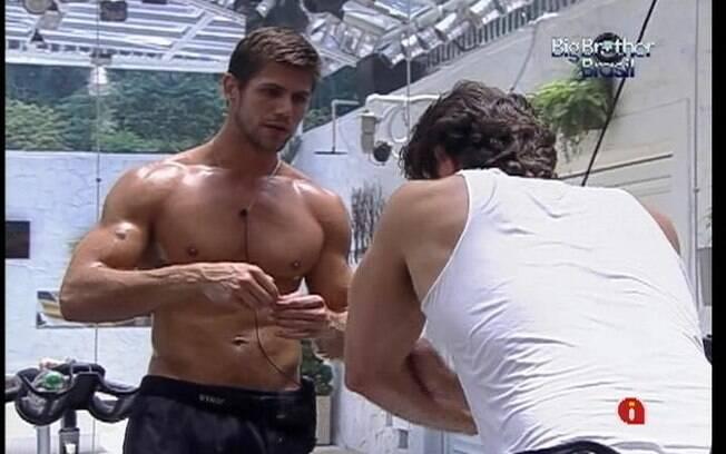 Jonas e João Maurício disputam o Paredão de logo mais