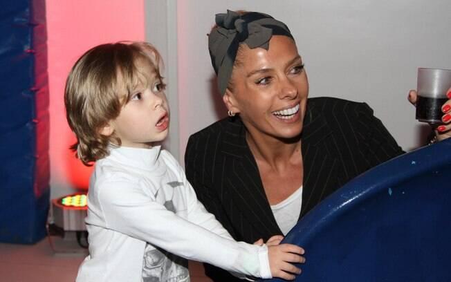 Famosos levam filhos para curtir evento de decoração infantil