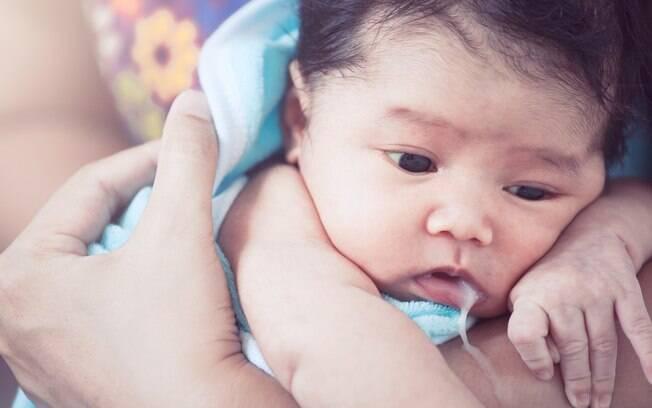 Dilemas da mãe de primeira viagem: leite pode sair pela boca e também pelo nariz e, em muitos casos, isso é algo normal