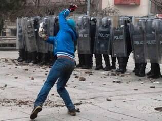 Manifestantes no Kosovo exigem a demissão de ministro que criticou albaneses