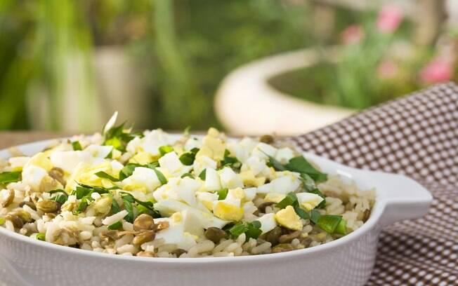 Foto da receita Arroz com lentilhas e ovos cozidos pronta.