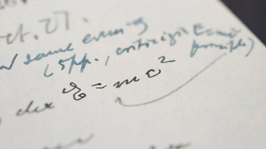 Carta de Einstein com famosa equação é leiloada por mais de R$ 6 milhões