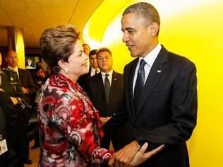 A presidenta Dilma Rousseff recebe cumprimentos do líder dos Estado Unidos, Barack Obama, após discurso na abertura da 67ª Assembleia-Geral das Nações Unidas (25/09)