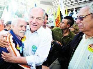 Caminhada. Pimenta da Veiga esteve na praça Sete e garantiu que é lembrado como prefeito de BH