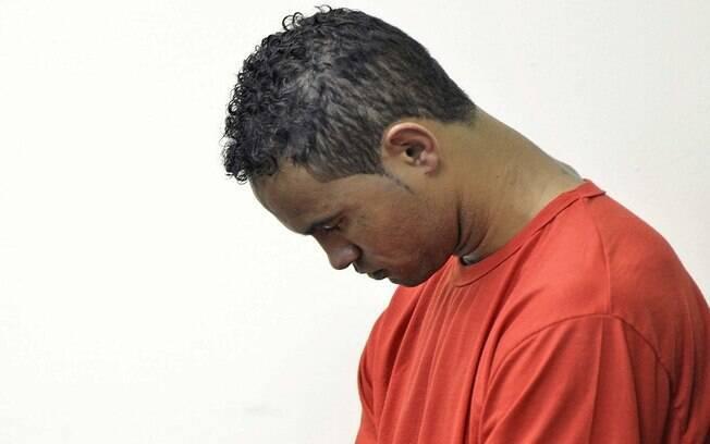 Bruno permaneceu de cabeça baixa a maior parte do tempo no julgamento no Fórum Criminal de Contagem (MG). Ex-goleiro dá depoimento sobre assassinato de Eliza Samudio nesta quarta-feira (6)