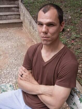 Paulo Vinicius passou por uma saia justa incomum no velório do pai: em vez de confortá-lo, membro da igreja que ele deixara de frequentar ignorou-o