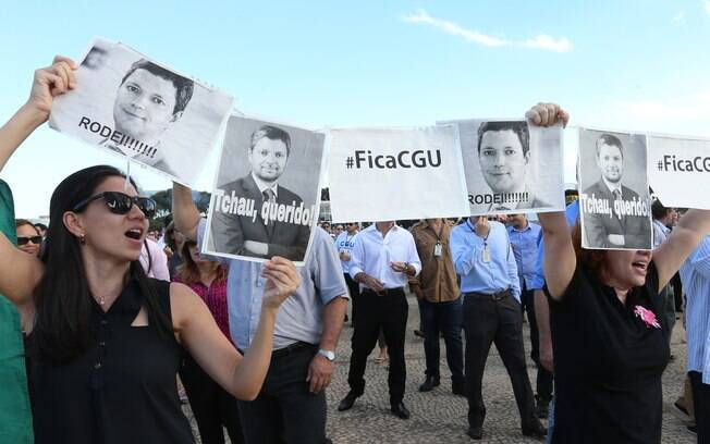 Protesto de servidores em Brasília cobrava a saída de Silveira de ministério
